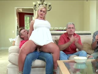 Big dick satisfies stepmom